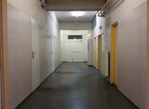Chodba do šatní (Hall - Locker room)